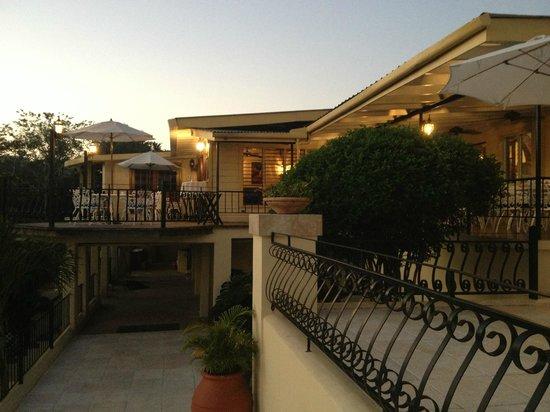 سان إجناسيو ريزورت هوتل:                   Looking from balcony over the pool toward Restaurant                 