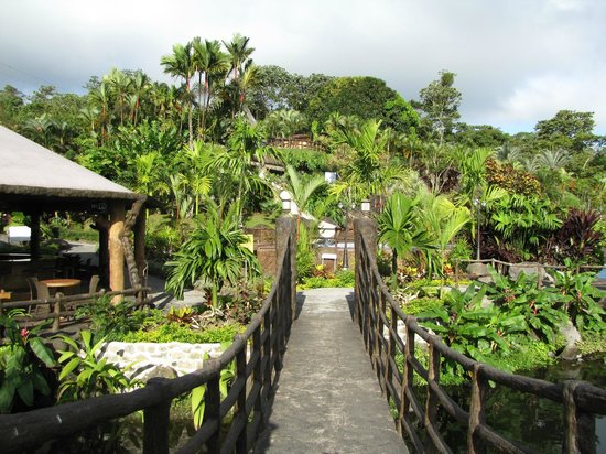 Los Lagos Hotel Spa & Resort:                   walkway