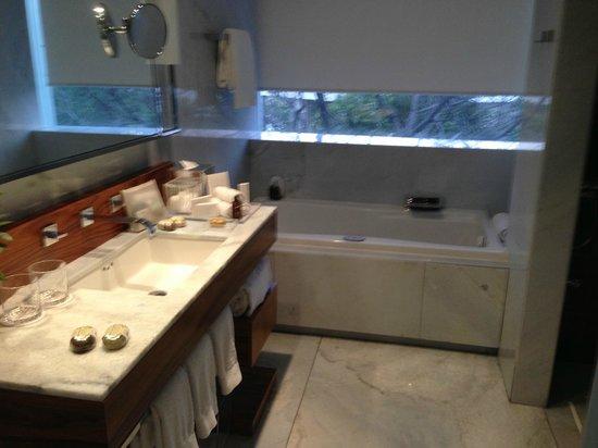 Las Alcobas:                   Marble bath