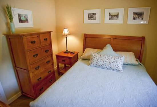Elk Meadow Cabins: Elk Meadow Cabin Bedroom Queen