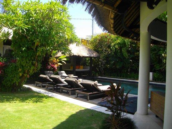 Abadi Villas:                   lawn and pool 3 bedroom villa