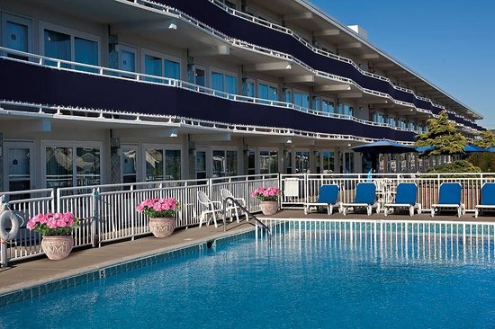 The Concord Suites: Heated pool