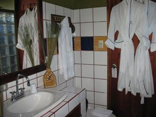 Casa Bella Rita Boutique Bed & Breakfast: Colibri Bathroom
