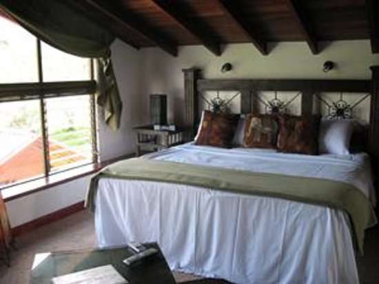 Casa Bella Rita Boutique Bed & Breakfast: King bed in Canopy
