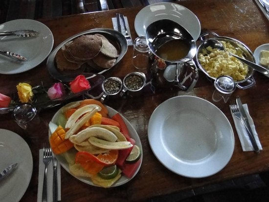 Posada de Santiago :                   Our group's family-style breakfast