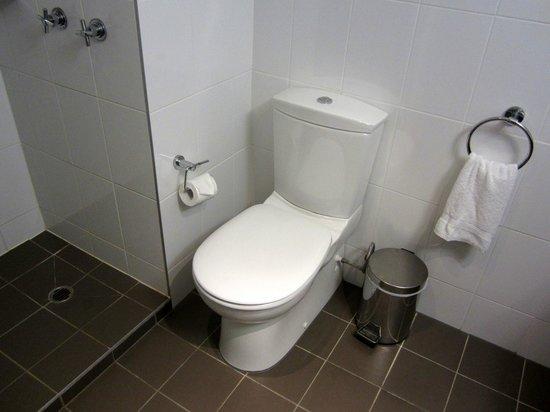 Amora Hotel Riverwalk Melbourne :                   Toilet