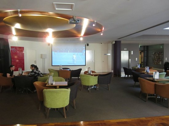 Amora Hotel Riverwalk Melbourne:                   Watch your fav sports here