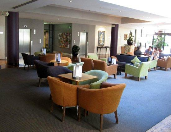 Amora Hotel Riverwalk Melbourne :                   Lobby