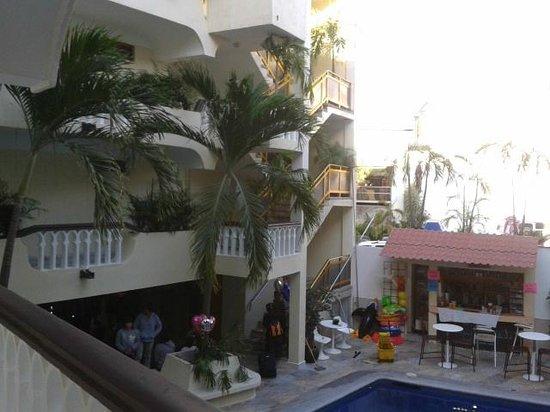 Acapulco Diana:                   parte del Hotel desde adentro.
