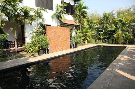 โรงแรมบันวิน บูติก:                                     nice swimming pool
