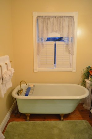 White Oak Manor Bed and Breakfast:                                     Bathroom