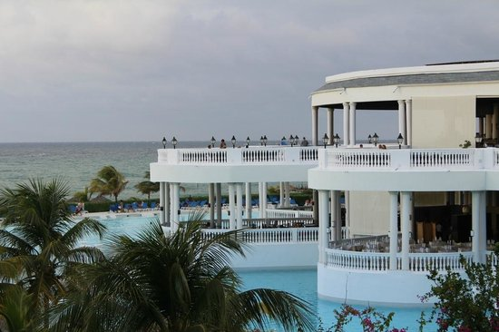 Grand Palladium Jamaica Resort & Spa:                   Infinity bar and pool