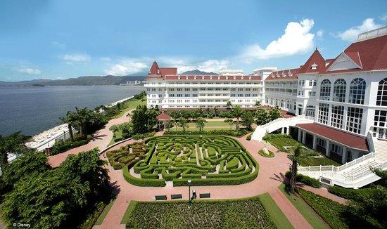 Hong Kong Disneyland Hotel:                   exterior