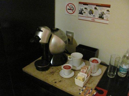 Hotel El Punto:                   Cafetera que recargan a diario