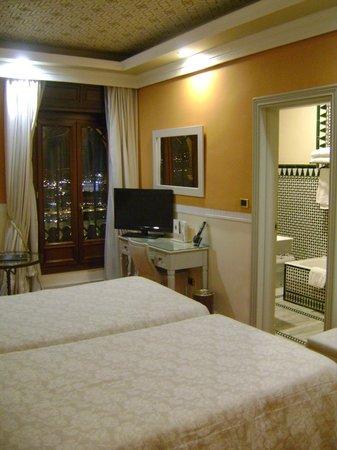 Hotel Alhambra Palace:                   Habitacion vista 1