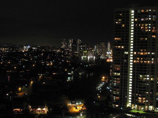 Surfers Paradise Marriott Resort & Spa:                   Night view from balcony