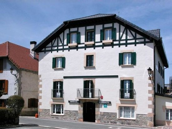 Photo of Hotel Burguete Auritz-Burguete