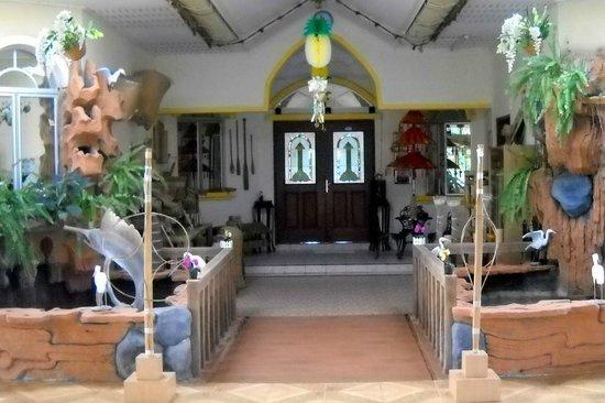 Baitul Wajihah Homestay: Walkway to the Hall