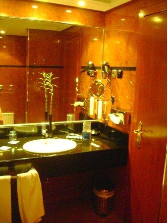 Tryp Madrid Alameda Aeropuerto Hotel :                   baño vista 3