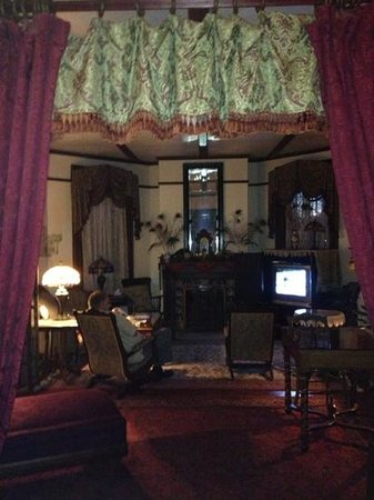 Amherst Inn:                                     living room