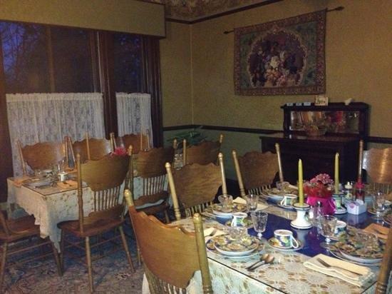 Amherst Inn:                                     breakfast room                                  