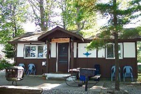 Lakeside Motel & Cottages Image