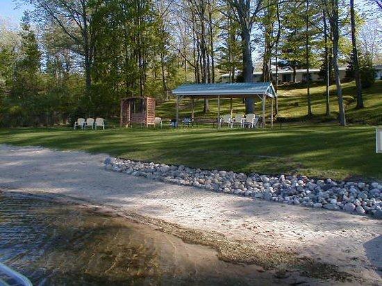 Photo of Lakeside Motel & Cottages Harrison