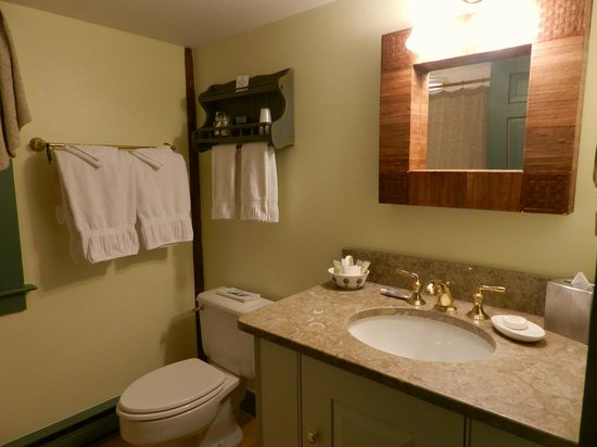 Captain's House Inn:                   Tradewinds bathroom