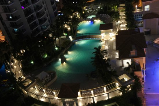 Mantra Towers of Chevron:                                     night view of swimming pool