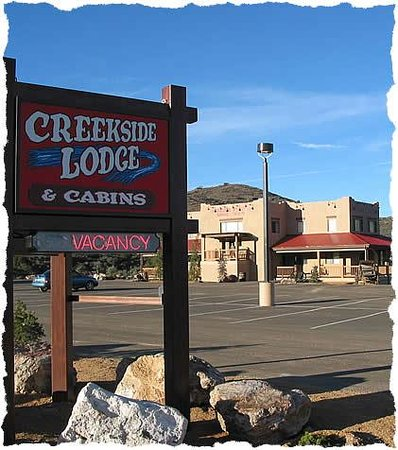 Creekside Preserve Lodge and Guest Cabins: Sign by entrance