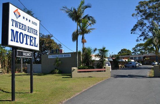 Tweed River Motel: Front of Motel
