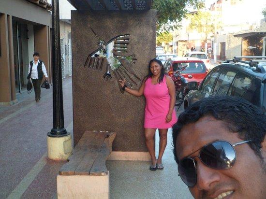Casa Andina Standard Nasca:                   junto a mi esposito en la entrada del hotel
