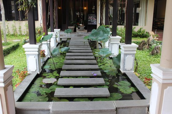 Hoi An Historic Hotel:                                     Hotel grounds