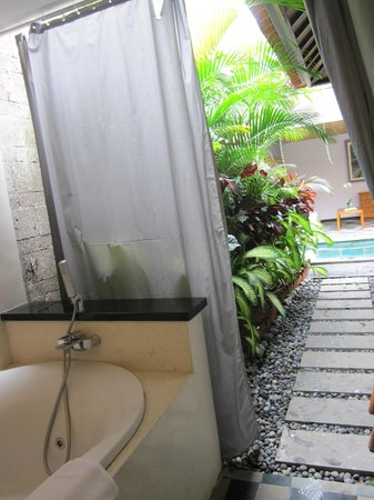 De Uma Lokha Luxury Villas and Spa:                                     jacuzzi