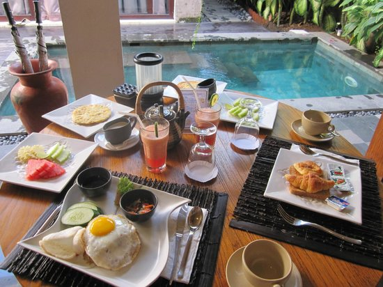De Uma Lokha Luxury Villas and Spa :                                     breakfast in villa