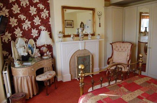 Creston Villa Guest House: The Victorian Room