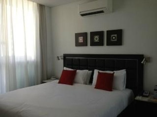 Meriton Serviced Apartments Aqua Street, Southport:                   Bedroom