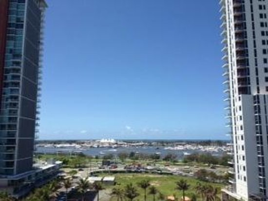 Meriton Serviced Apartments Aqua Street, Southport:                   View of Marina Mirage