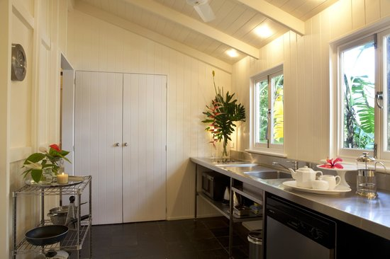 port douglas cottage and lodge: Lodge kitchen