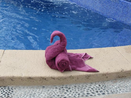 Welk Resorts Sirena Del Mar:                   Towels at the pool