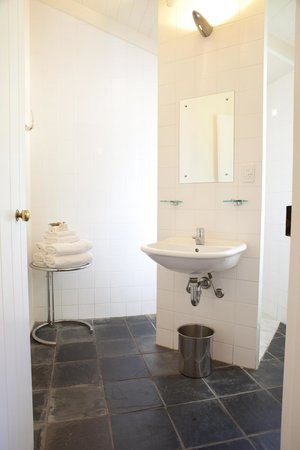 Port Douglas Cottage & Lodge: Lodge ensuite