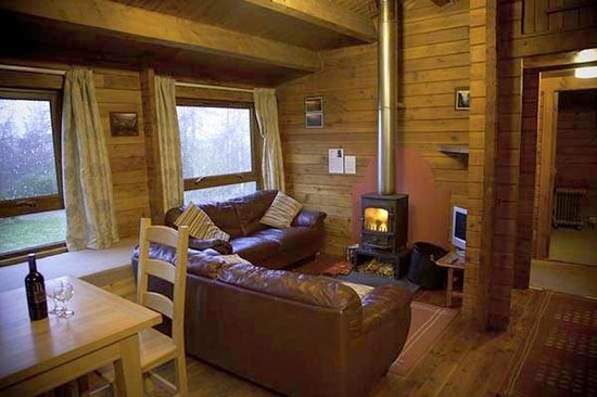 Loch Ness Log Cabins: Cabin living area