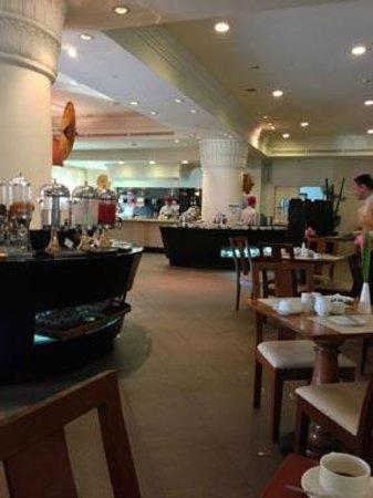 Royal Park View Hotel :                   朝食レストラン