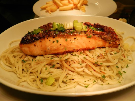 Lazy Daisy's Lakeland Kitchen: Salmon with singapore noodles