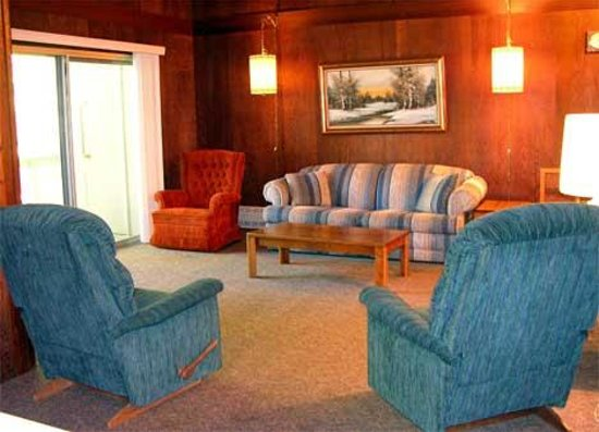 Alta Sierra Village Inn - Living Room
