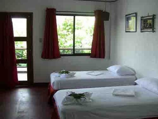 Discovery Island Resort and Dive Center: Modern Aircon Room