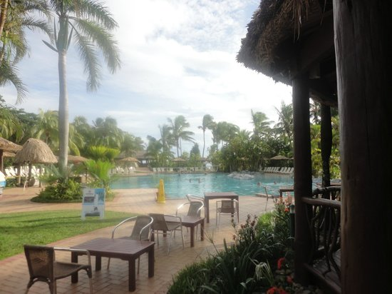 Outrigger Fiji Beach Resort:                   bar pool