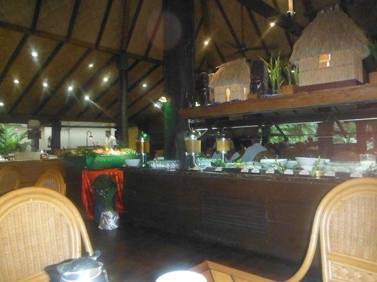 Outrigger Fiji Beach Resort:                   breakfast bar / night dinning