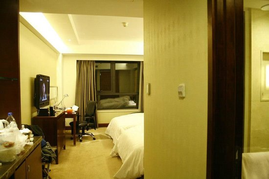 Crowne Plaza International Airport Hotel Beijing:                   Room
