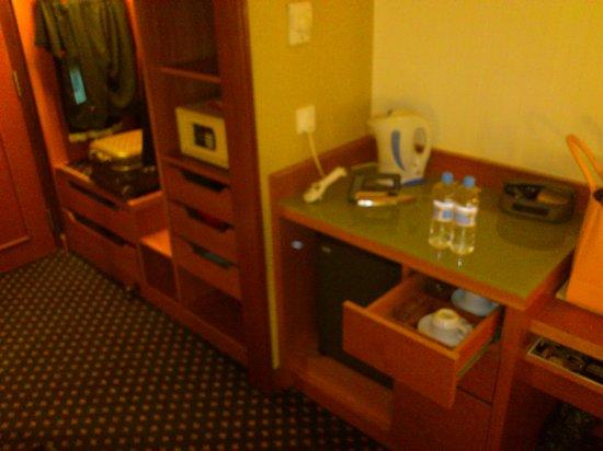 โรงแรมคอนคอร์ดกัวลาลัมเปอร์:                   coffee & tea making facility
